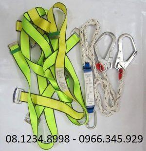 dây đai an toàn toàn thân 2 móc có chống sốc
